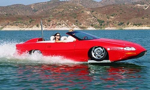 voiture amphibie sport rouge