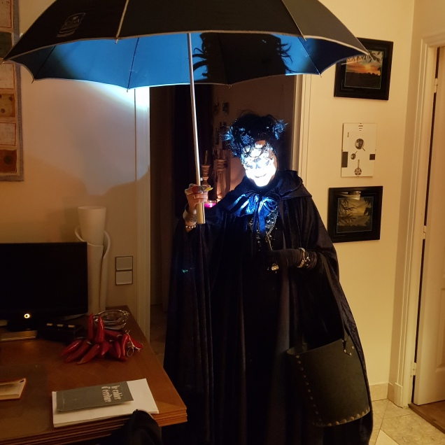 Halloween 2019 : News ➡️ On a retrouvé la sœur jumelle de Mary Poppins !